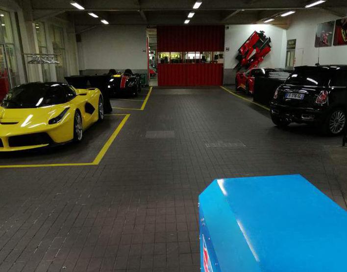 Location de chauffages électriques pour un prestigieux showroom automobile